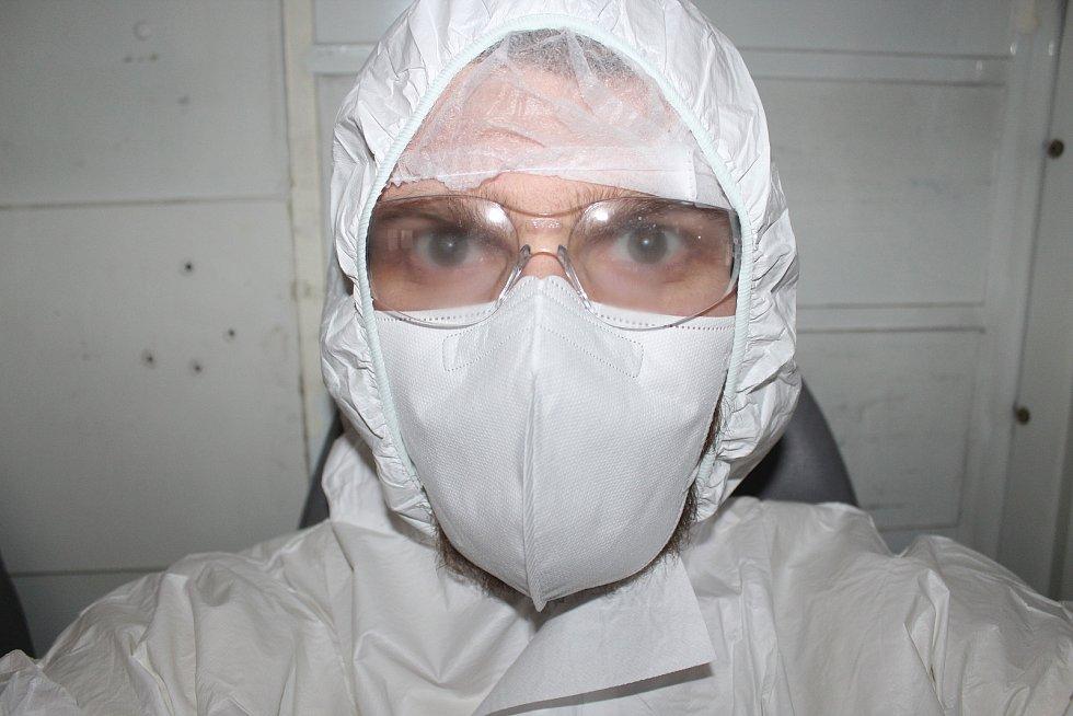 Na vlastní kůži. Redaktor Rovnosti Pavel Podešva (na snímku) se na den stal sanitářem ve FN Brno.