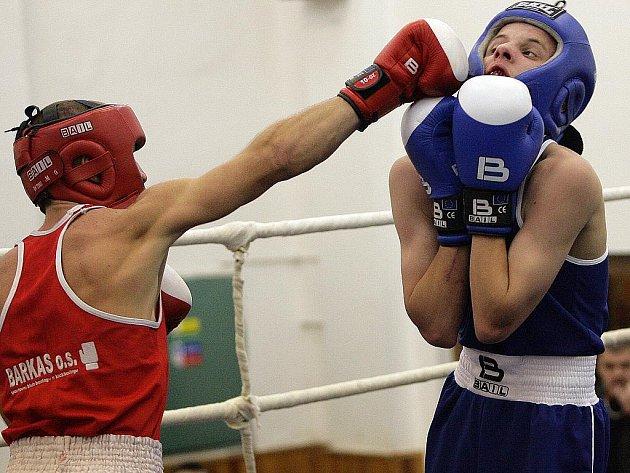 Boxeři Net Developmentu Nový Lískovec (v modrém) loni vyhráli vzájemný souboj.