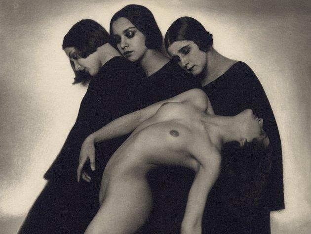 Pohybová studie z roku 1925 patří k nejznámějším fotografiím z Koppitzovy tvorby. (výřez foto: Rudolf Koppitz, Photoinstitut Bonartes)