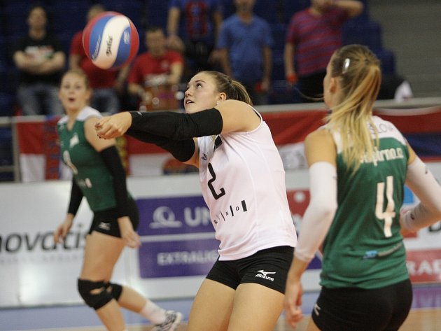 Domácí hráčky porazily Vasas Obuda Budapešť 3:2, Slavii Bratislava 3:1 a padly pouze 0:3 s německým Vilsbiburgem, který nakonec turnaj ovládl.
