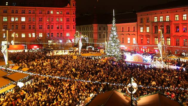 Slavnostní rozsvícení vánočního stromu na brněnském náměstí Svobody. Ilustrační foto.