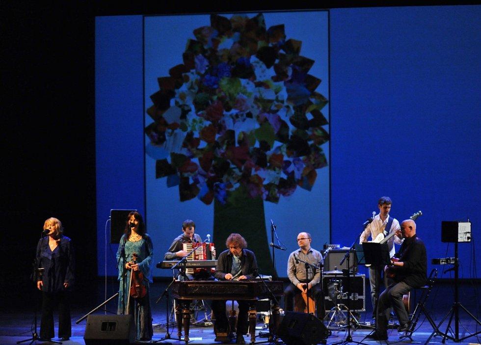 Ulrychovi se koncertně ohlédli za loňskými výročími a pokřtili knihu Půlstoletí.