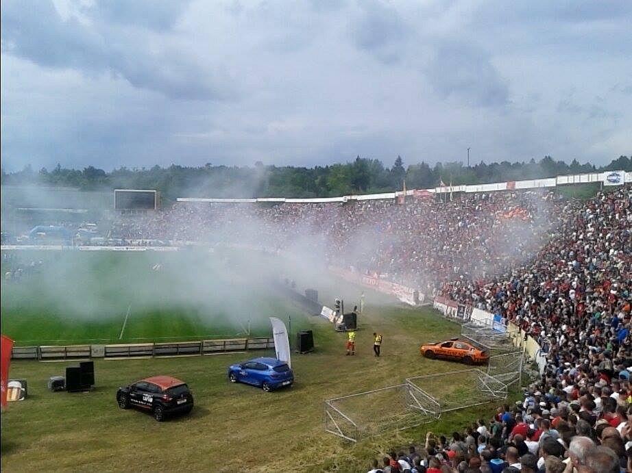 Švancarova rozlučka za Lužánkami přilákala tisíce lidí. Věří či doufají, že se podaří slavný stadion oživit i pro další zápasy.