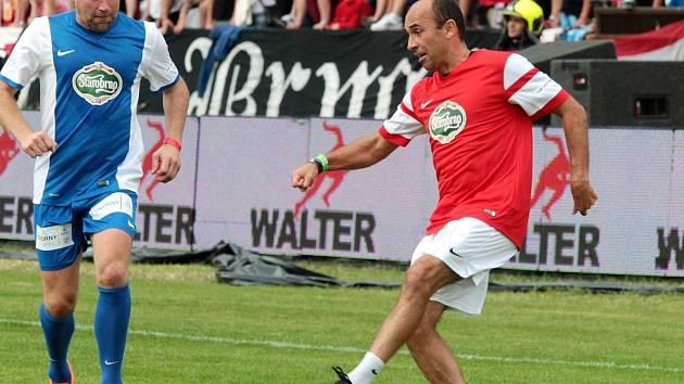 Fotbalista Tomáš Polách (vpravo) na Švancarově rozlučce s kariérou.