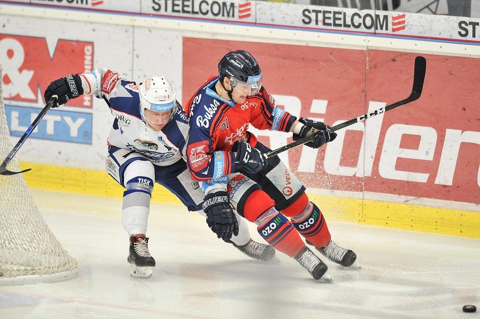 Utkání 35. kola hokejové extraligy: HC Vítkovice Ridera vs. HC Kometa Brno, 30. prosince 2017 v Ostravě. (vlevo) Bartejs Tomáš a Květoň David.