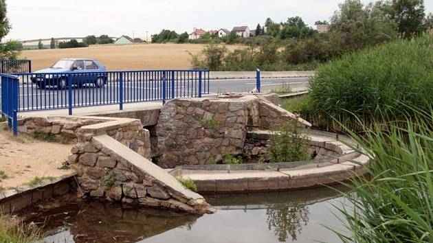 Hráz rybníku Žebětín