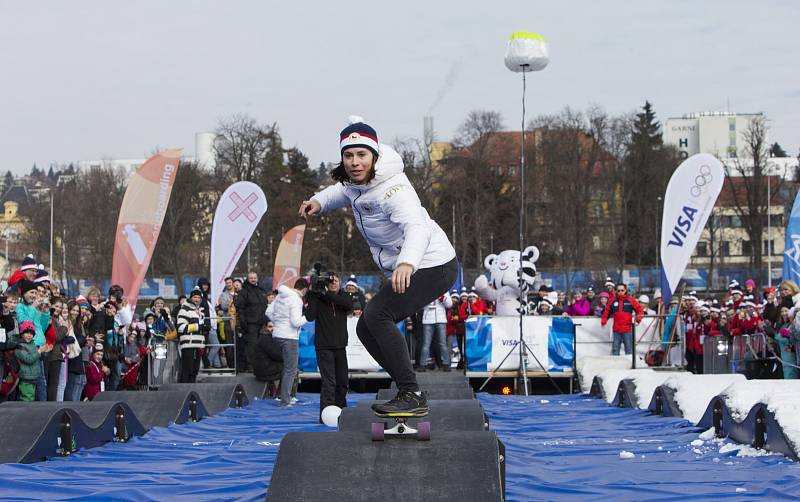 Bronzová snowboardistka Eva Samková si vyzkoušela pumptrack.