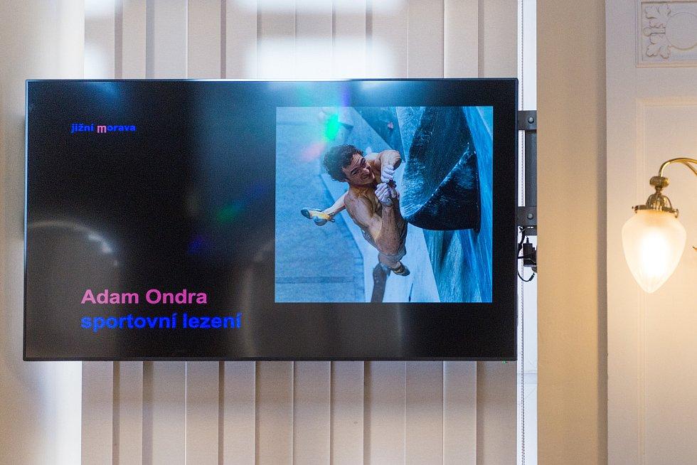 Lece Adam Ondra z brněnské Tesly přebral z rukou hejtmana Bohumila Šimka cenu za páté vítězství v anketě Sportovec Jihomoravského kraje.