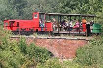 Mezi Zbýšovem a Babicemi u Rosic projížděl historický vlak.