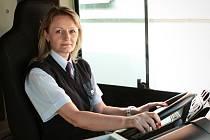 Výpravčí ve vozovně Slatina a řidička autobusu Ilona Gobo.