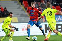 Fotbalisté Plzně v 15. kole první ligy porazili doma Brno 2:0 a po polovině soutěže vedou tabulku o čtyři body před druhou Slavií.