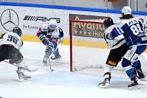 12.1.2021 - dopmácí HC Kometa Brno v modrém (Petr Holík) proti HC Sparta Praha