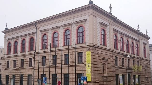 Exponáty mizí, v muzeu nafouknou Říp. Před zavřením ukáže krásné kazetové stropy