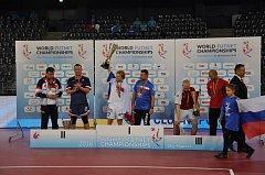 Čeští nohejbalisté získali poprvé zlatou trojkorunu. Bojovali i za ošklivě zraněného Kopa