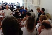 Přibližně stovka protestujících na středečním zastupitelstvu Brna-středu a 993 podpisů na petici. To je reakce lidí z Červeného kopce na stěhování nájemníků z ubytovny v Šámalově ulici do bývalé budovy léčebny dlouhodobě nemocných.