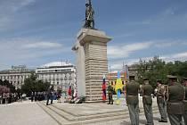 Na sedmdesáté výročí konce války v Evropě vzpomněli v pátek po jedné hodině odpoledne lidé při pietním aktu u pomníku Rudé armády na Moravském náměstí.