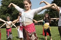Malé tanečnice si tento týden zacvičí ve Středisku volného času v Lužánkávch v Brně. Na příměstském táboře Orientální tanec se Světlanou se naučí základy tance z dalekého východu.