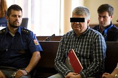 U Krajského soudu v Brně v pátek dopoledne pokračovalo hlavní líčení s mužem, který podle obžaloby týral své dvě děti.