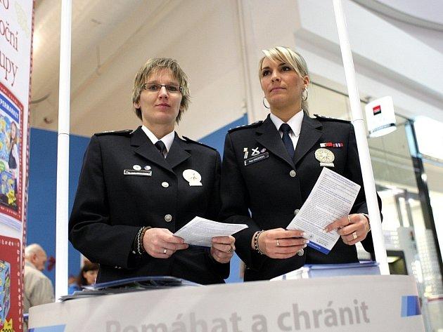 Policisté varují před krádežemi v brněnských nákupních centrech.