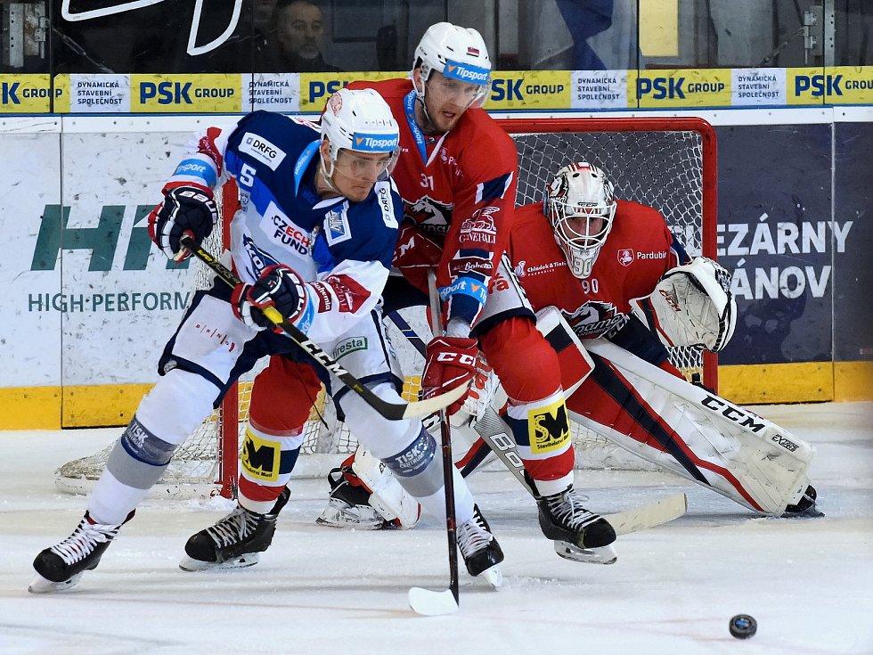 Kometa Brno (v bílém) porazila Pardubice 2:1 v prodloužení.
