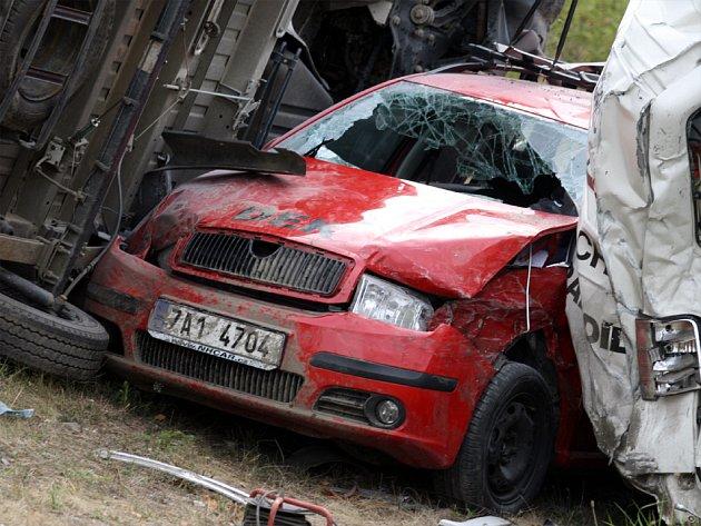 9130c9410ff Kamion rozmetal na dálnici několik aut - Deník.cz