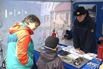 Policisté a hasiči informují Brňany o nejčastějším nebezpečí, které na ně číhá v období adventu.