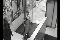Brněnští kriminalisté pátrají po mužích, kteří se v noci ze 13. na 14. prosince loňského roku dostali do konfliktu s členem ostrahy brněnského obchodního domu Omega.