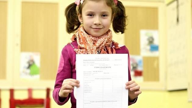 Děti ze základních a středních škol dostávaly ve čtvrtek pololetní vysvědčení.