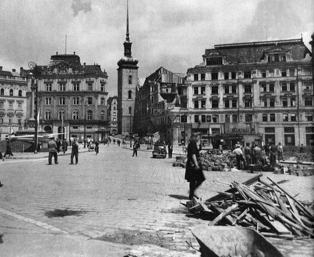 Náměstí Svobody - léto 1945