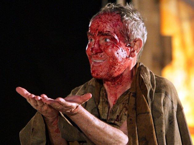 Jan Tříska v roli otroka Kalibana.