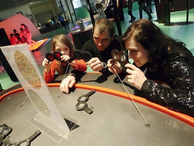 Expozice s názvem magnetická přitažlivost ve Vida centru poučila děti zábavnou formou například o tom, co je to silové pole a jak se projevuje.