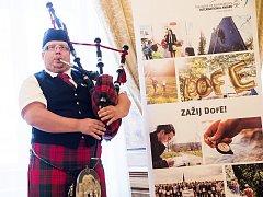 Natáčeli film, kreslili nebo se učili vzdušné akrobacii. Za svou vytrvalost dostali koncem června dva studenti z řečkovického gymnázia v Brně prestižní ocenění vévody ze skotského Edinburghu.