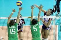 České volejbalistky porazily na úvod druhého turnaje Grand Prix v Brně rozdílem několika tříd Alžírsko 3:0 po setech 25:8, 25:7 a 25:17.