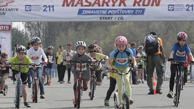 Masaryk run letos odstartuje v sobotu 9. dubna 2016. Foto z loňského závodu dětských kategorií koloběžek.