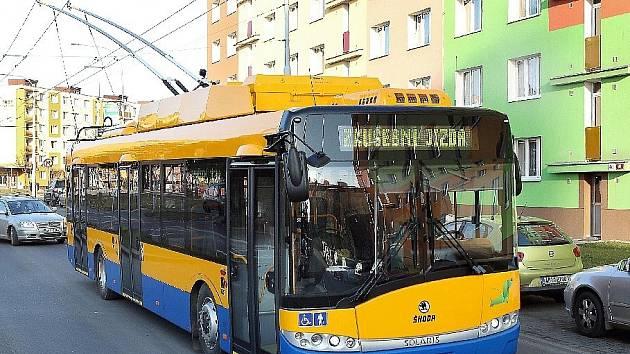Trolejbus s alternativním elektrickým pohonem na zkušebních jízdách v Plzni. Ilustrační foto.