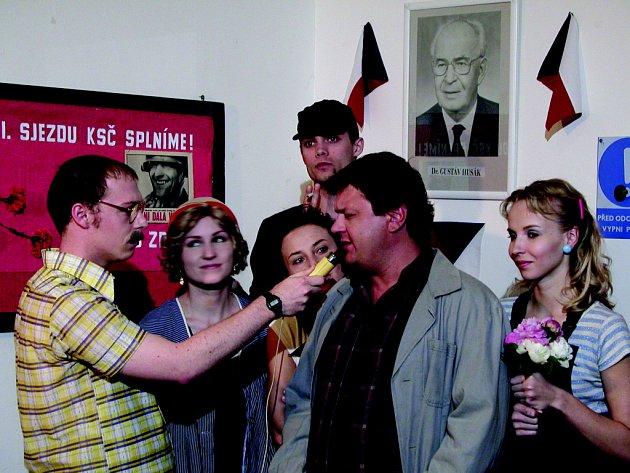 Inscenace Černá sanitka zahájila Festival kabaretu, který zaplní celou pasáž Alfa na týden.