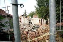 Ruiny po zbouraném památkově chráněném domu v Kamenné kolonii v Brně.