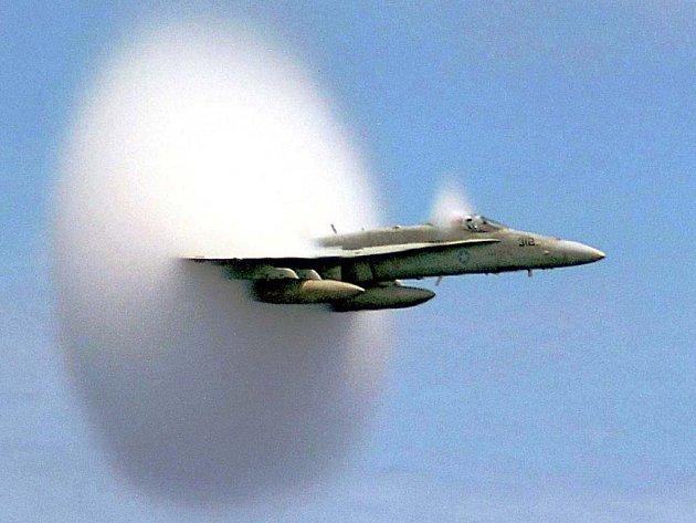Překročení rychlosti zvuku, fyzikální jednotky Mach 1 pojmenované po rodákovi z Chrlic, se projevuje i vizuálně.