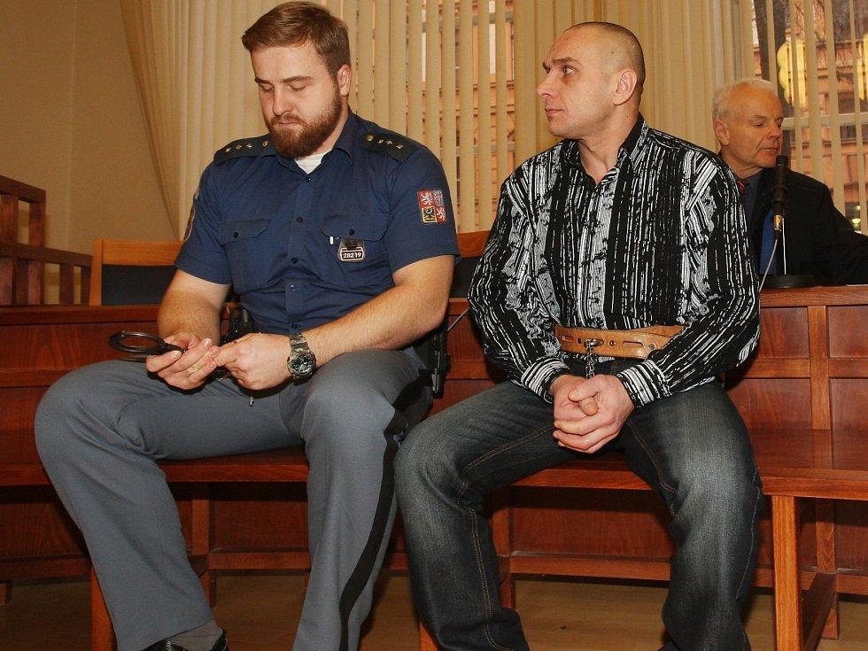 Ukrajinec Vladimír Švačuk u Krajského soudu v Brně. Je obžalovaný z pokusu o vraždu a těžkého ublížení na zdraví.