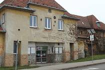 Opravu potřebuje čtrnáct budov ve správě úřadu městské části Líšeň. Na snímku chátrající Orlovna.