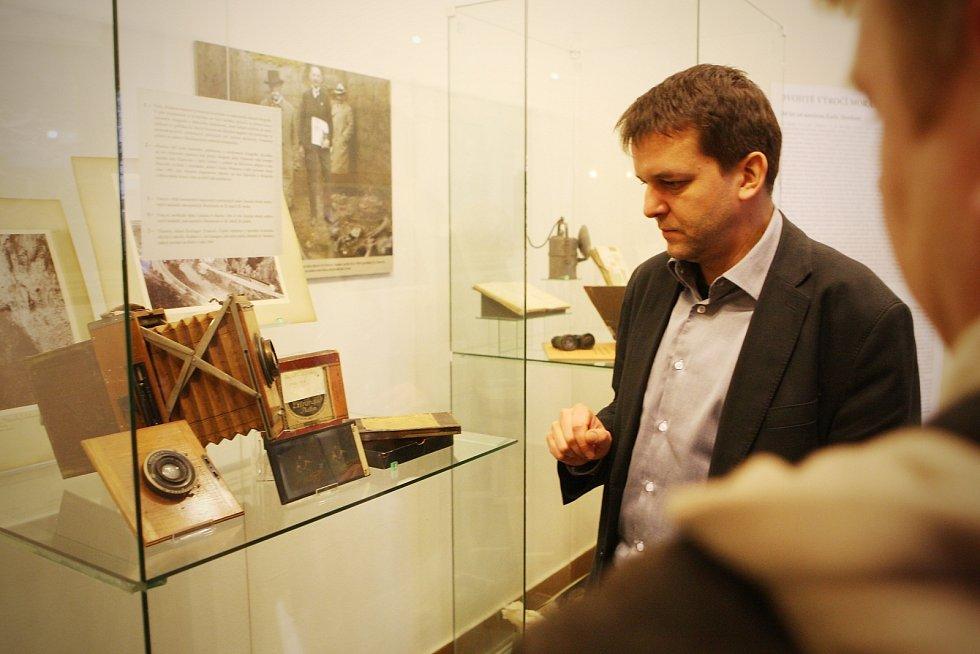 Život i dílo jedné z nejvýznamnějších postav evropské archeologie první poloviny 20. století připomíná na nové výstavě Moravské zemské muzeum v Brně. Výstavu hostí Dietrichsteinský palác na Zelném trhu v Brně.