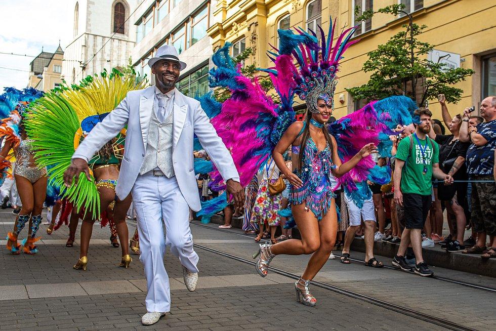 Rytmy Brasil Festu roztančily o uplynulém víkendu ulice Brna. Na řadu přišly i koncerty a další doprovodný program. Autorem fotografií je Michal Růžička.