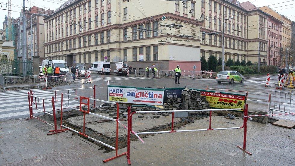 Křižovatka Kounicovy a Kotlářské ulice v Brně.