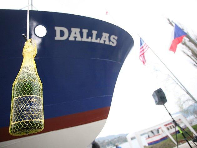 Přehrada má novou loď. Jmenuje se Dallas.