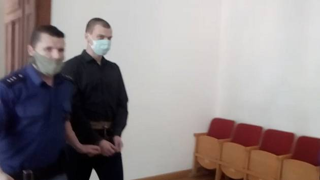 Ve výtahu pobodal milence své přítelkyně. Za zločin z vášně dostal dvanáct let
