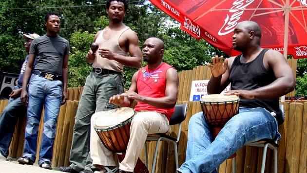 Afričtí tanečníci a bubeníci rozhýbali ZOO