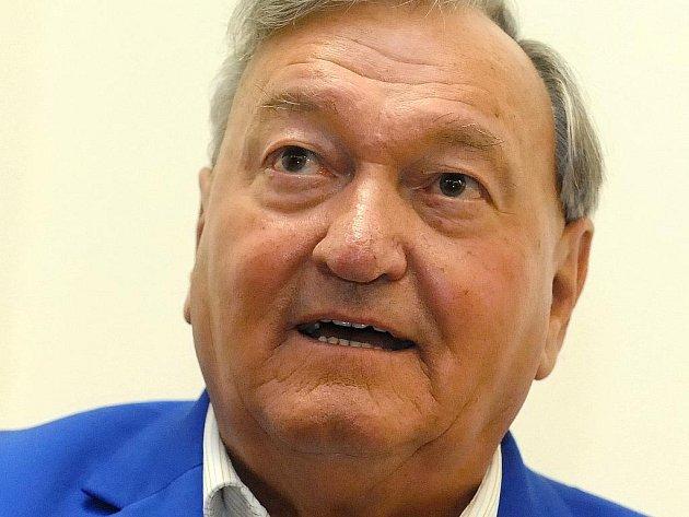 Slavný švýcarský spisovatel a současný nejprodávanější autor literatury faktu Erich von Däniken.