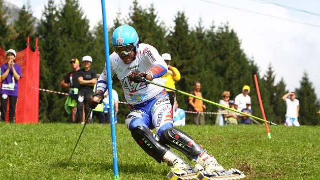 Jan Němec je šampionem v travním lyžování.