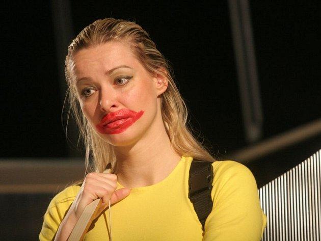 V roli Krásky diváci uvidí Janu Wallingerovou, držitelku ceny diváků DIVA 2005, kterou uděluje Národní divadlo v Brně.