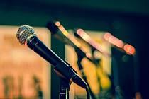 Mikrofony při koncertu.